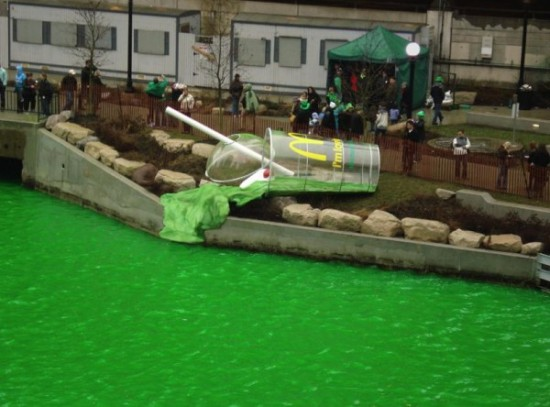 Chicago-river-calumet-shamrock-shake-mcdonalds-leo-burnett-pr-stunt-photo-1-600x444