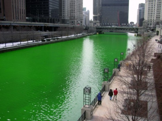 Chicago-river-calumet-shamrock-shake-mcdonalds-leo-burnett-pr-stunt-photo-2-600x450