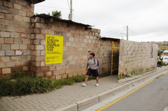 A-Campaign-Designed-To-Drop-Sales-human-being-enlèvements-iom-south-africa-afrique-du-sud-ambient-marketing-street-guerilla-alternatif-3-600x399
