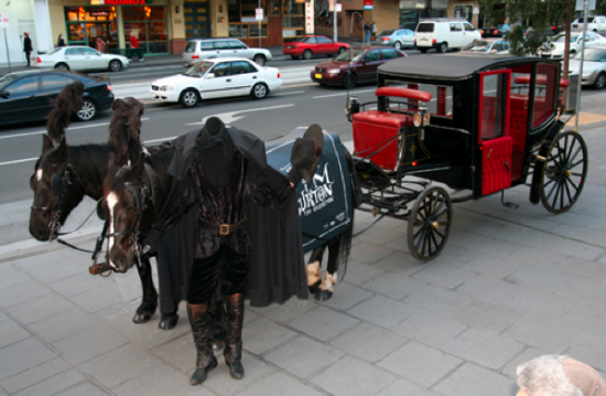 melbourne-headless-horse-man-tim-burton-acmi-exhibition-exposition-ambient-marketing-PR-Stunt-free-ride-2