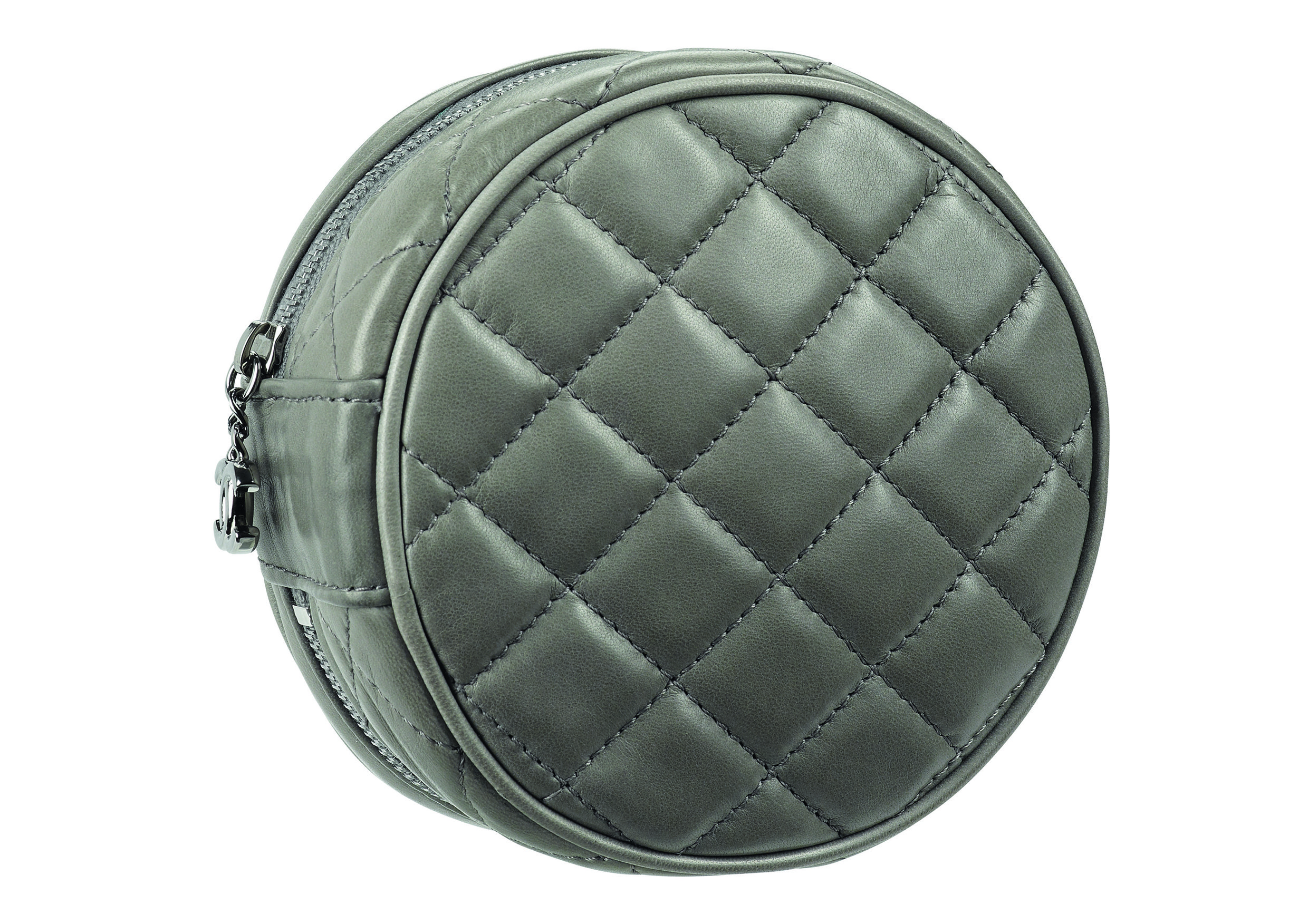 Grey quilted leather clutch bag_Pochette matelass+®e grise en cuir