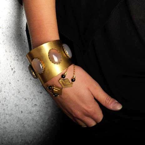 bracelet-edith-or-vieilli-agate-noire-tu-3