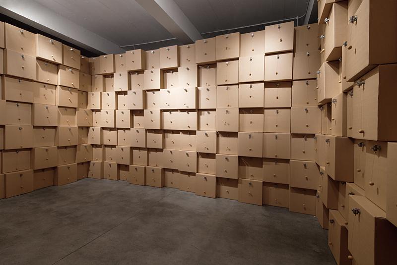 zimoun_2012_294_motors_cork_balls_cardboard_boxes_5_800px