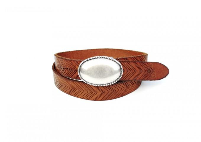 Cintura in cuoio invecchiato e laserato. Fibbia placcata argento Inglese.