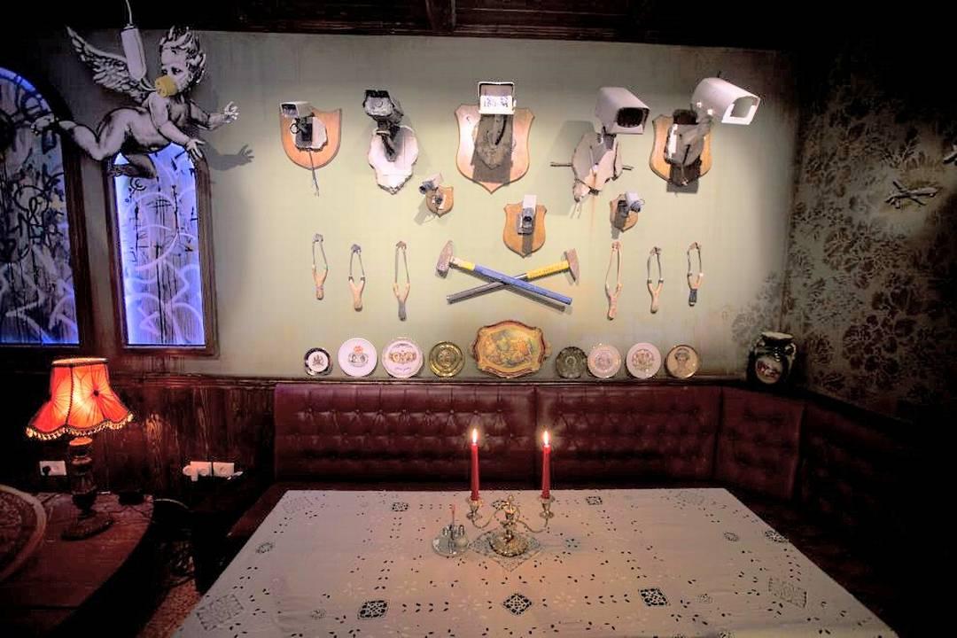 Una suite museo raccoglie alcuni lavori dell'artista di strada inglese