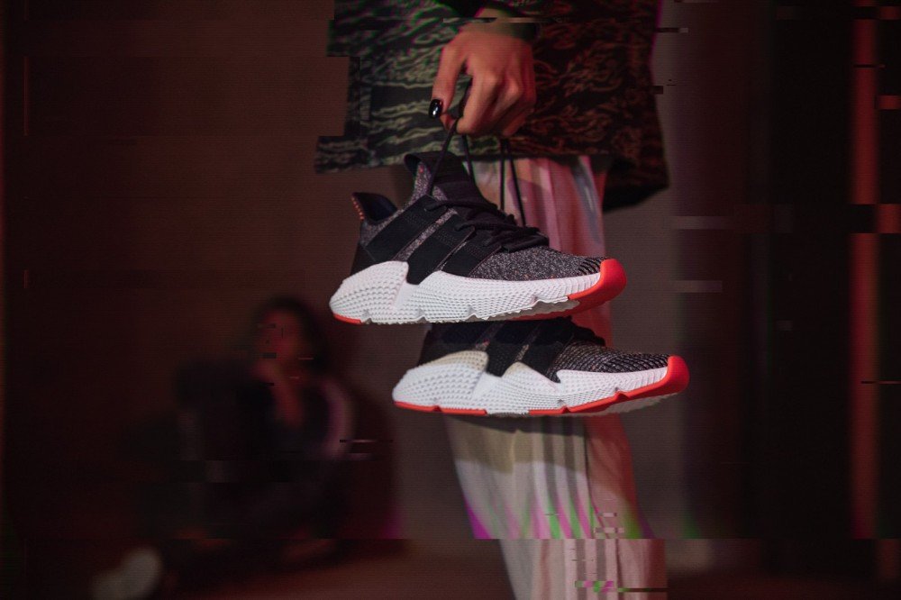 +H21020_Originals_Prophere_SS18_KEY_December-Look02_AC8509_Lifestyle_Generalist_off_Foot